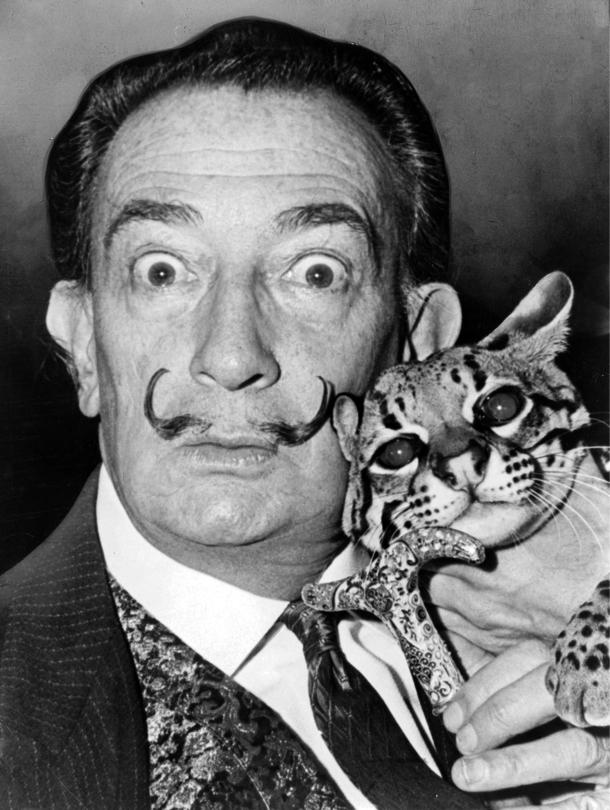 Salvador Dali y su gato